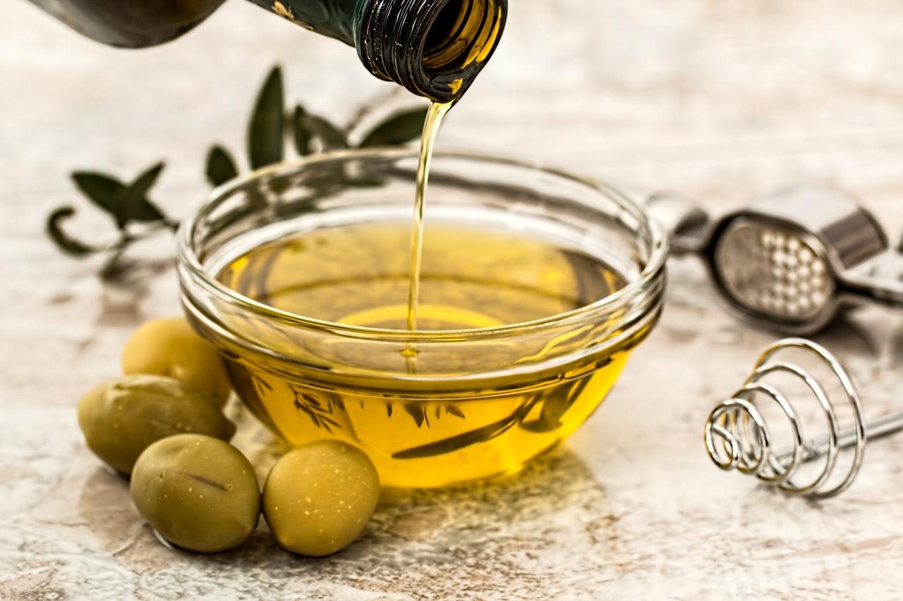 ¿Cuántas calorías contiene el aceite de oliva y por qué ayuda a adelgazar?